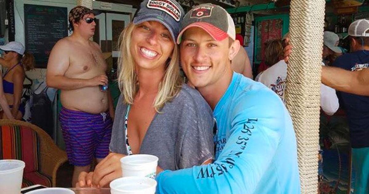 Ce couple demande aux pros du Photoshop d'effacer l'homme en arrière-plan, mais ils le regrettent sur le champ!