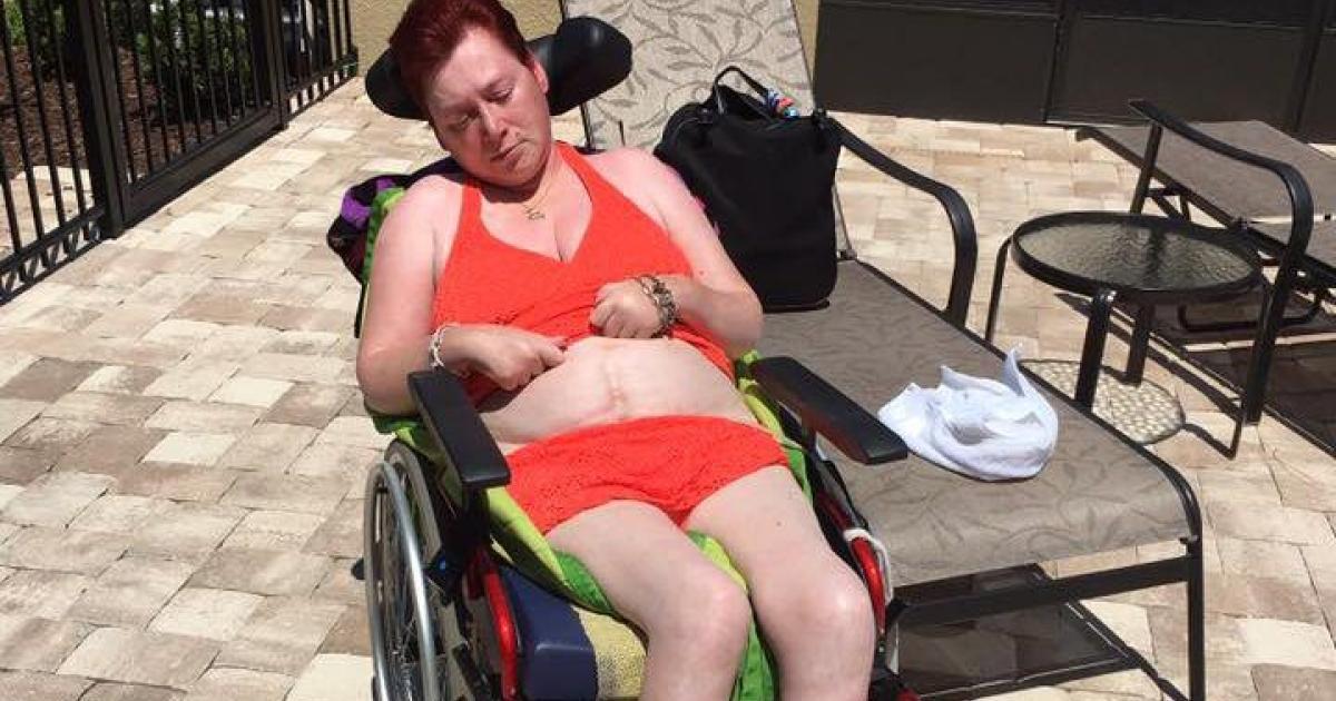 Le gouvernement coupe l'aide sociale d'une femme tétraplégique et lui dit de se trouver du travail.