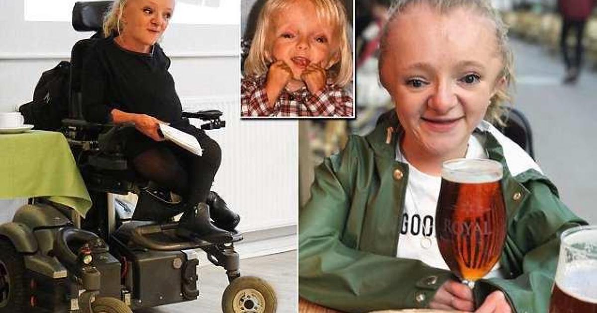 Cette jeune femme souffre d'une maladie des os qui sont si fragiles qu'ils peuvent casser quand elle éternue.