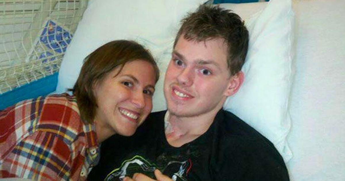 Un jeune homme plongé dans le coma depuis 3 mois se réveille et prononce 2 mots qui font fondre sa femme en larmes.