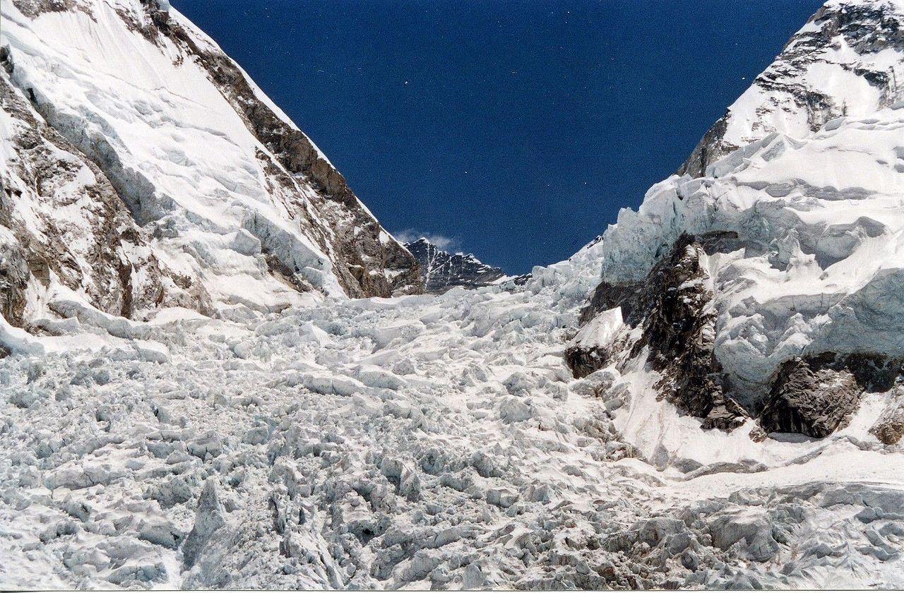 """Une glace étonnamment """"chaude"""" observée dans le plus haut glacier du monde"""