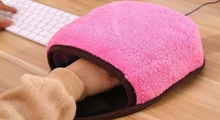 Souris d ordinateur et sur un tapis de souris simpsons bureau en