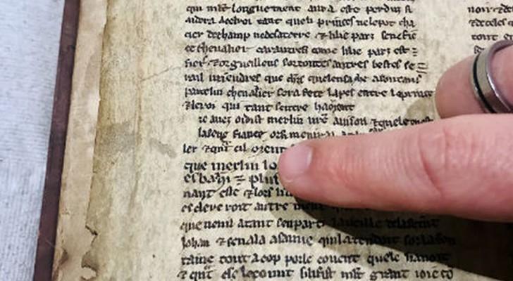 Découverts des manuscrits sur Merlin et le roi Arthur dans une bibliothèque anglaise : ils racontent une toute autre histoire