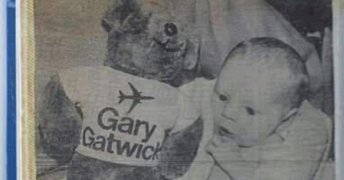 Un homme retrouve ses parents 33 ans après avoir été abandonné dans un aéroport.