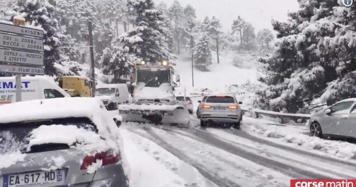 La Corse est envahie par la neige en plein mois de mai