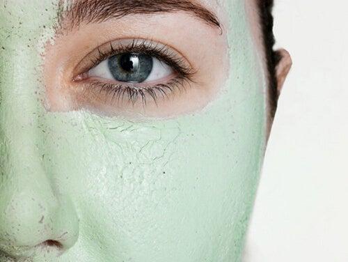 6 façons de prendre soin de la peau autour des yeux — Améliore ta Santé