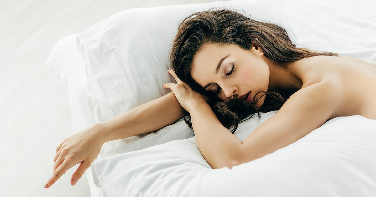 5 raisons qui expliquent pourquoi c'est bien mieux de dormir nu