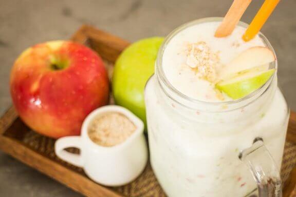 Milk-shake à l'avoine et à la pomme pour un coeur en bonne santé — Améliore ta Santé