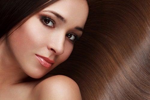 8 astuces pour avoir des cheveux beaux et résistants – Améliore ta Santé