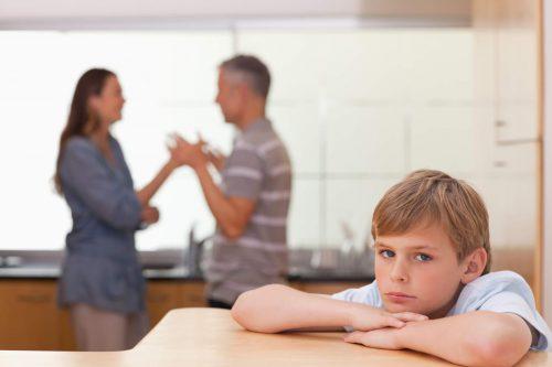 Qu'est-ce qu'une famille dysfonctionnelle et comment peut-elle affecter les enfants ? — Améliore ta Santé