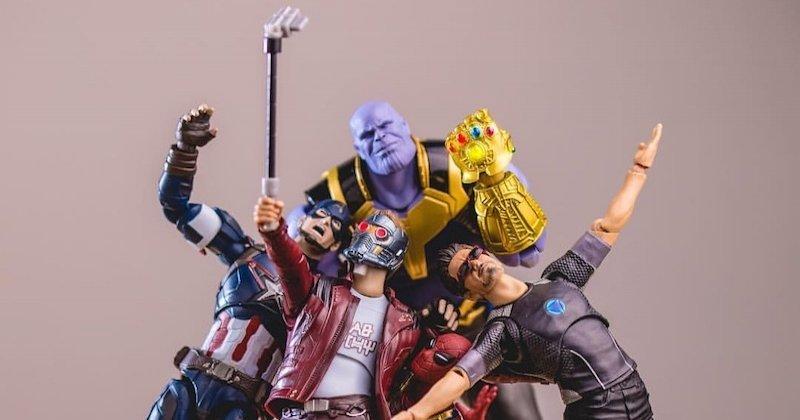 Un artiste japonais met en scène des figurines de super-héros dans des situations très drôles et le résultat est remarquable !