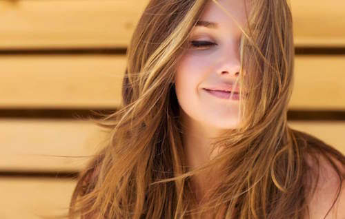 Comment avoir des cheveux sains et avec du volume — Améliore ta Santé