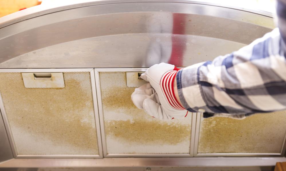 Comment nettoyer une hotte aspirante ? Voici 4 astuces qui marchent !