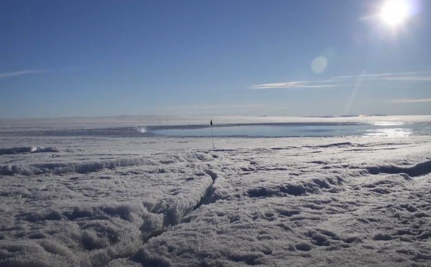 Les incroyables images en timelapse de la disparition d'un lac au Groenland !