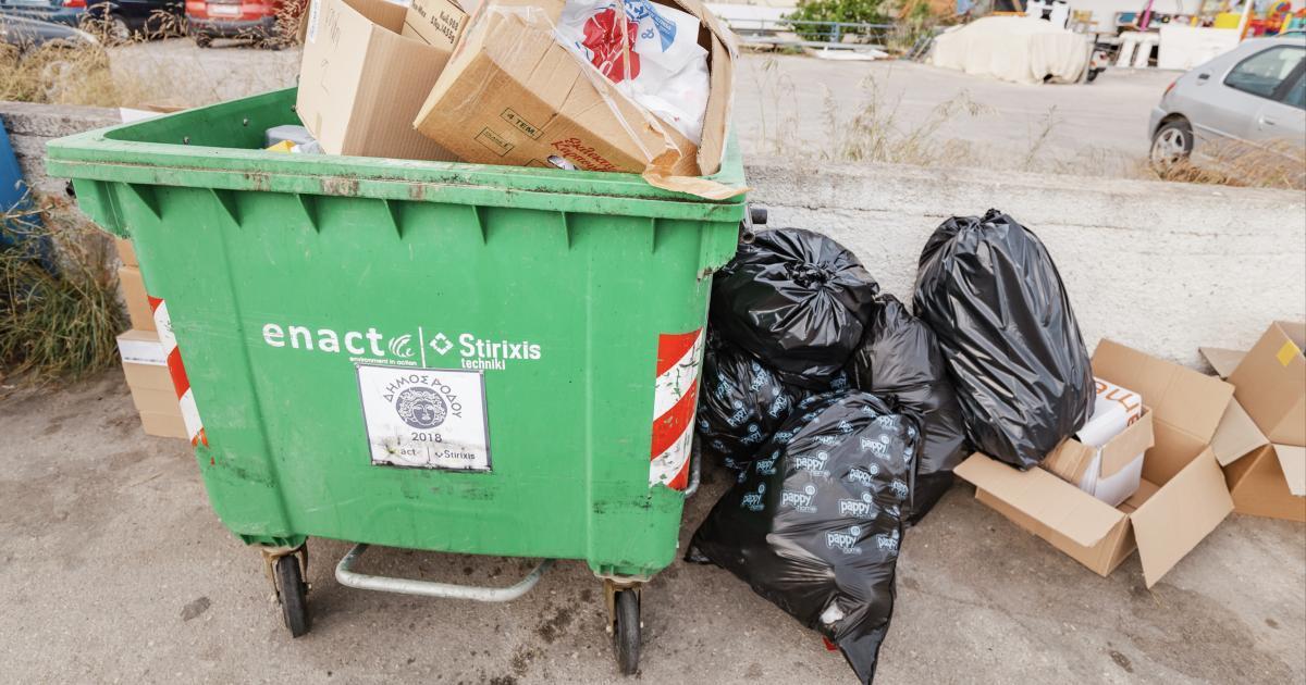 Un bébé se fait jeter aux ordures est sauvé in extremis grâce au retard des éboueurs.