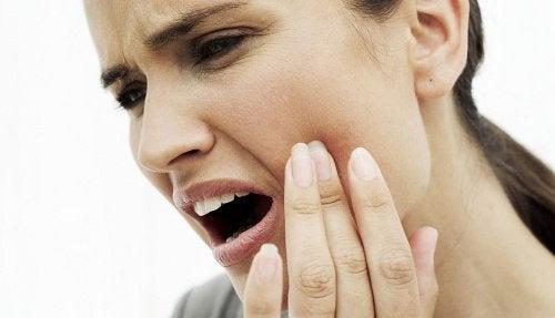 10 remèdes naturels pour soulager un mal de dents — Améliore ta Santé