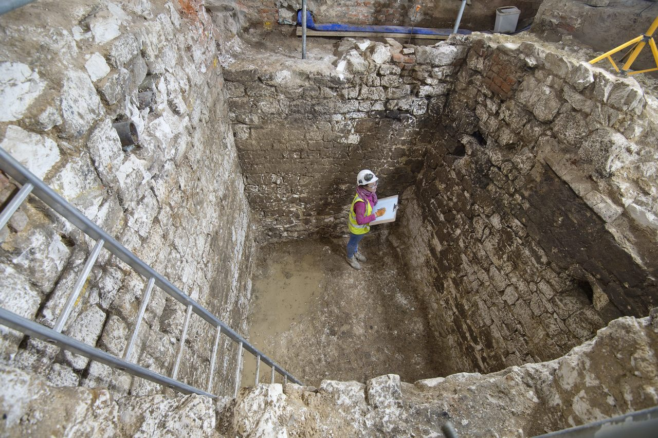 Une ancienne fosse d'aisance (encore puante) découverte à Londres