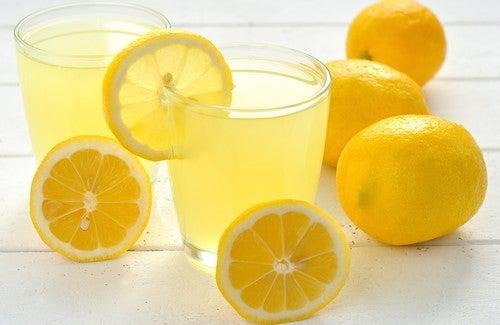 Pourquoi devrions-nous boire de l'eau citronnée chaque matin ? — Améliore ta Santé