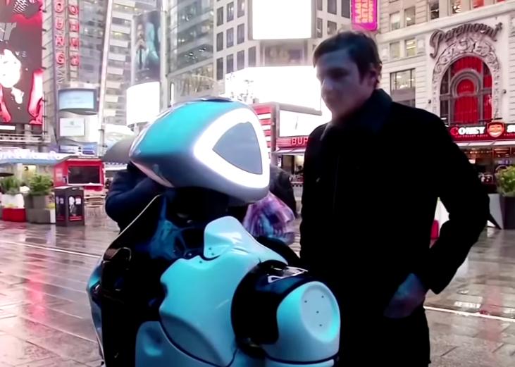Ce drôle de robot informe les New-Yorkais sur le Covid-19
