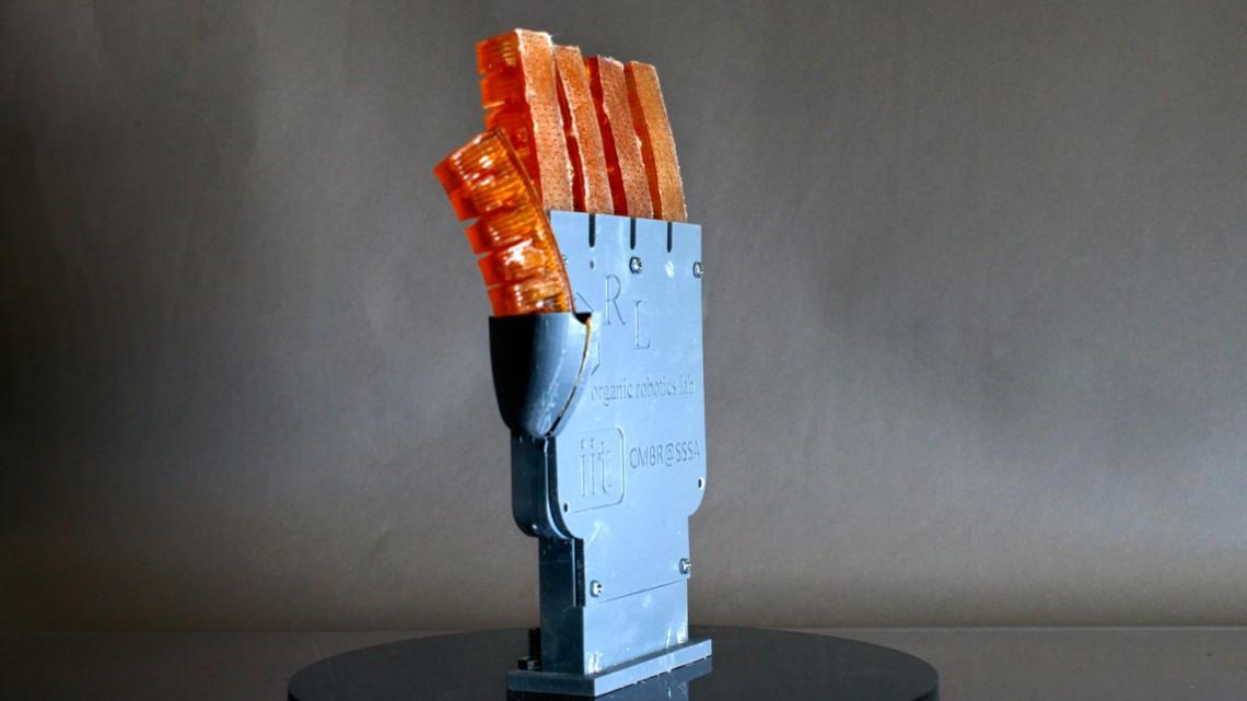 Ils créent une main robotique imprimée en 3D capable de transpirer !