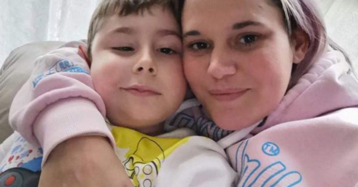 Une maman dévastée ne sera pas avec son fils mourant à cause du coronavirus