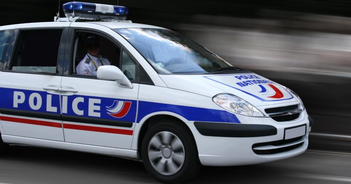 Un homme est retrouvé mort avec les pieds et les poings liés et la police pense que c'est un suicide