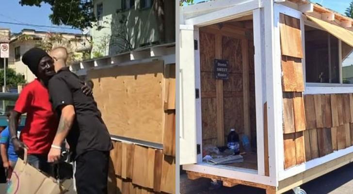 Un homme construit une mini-maison pour la femme sans-abri qui dormait dans la rue dans son quartier