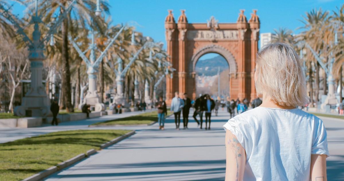 Les touristes étrangers pourront revenir à partir de juillet en Espagne