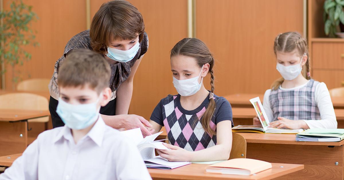 Québec envisage de laisser tomber la distanciation physique dans les écoles en septembre