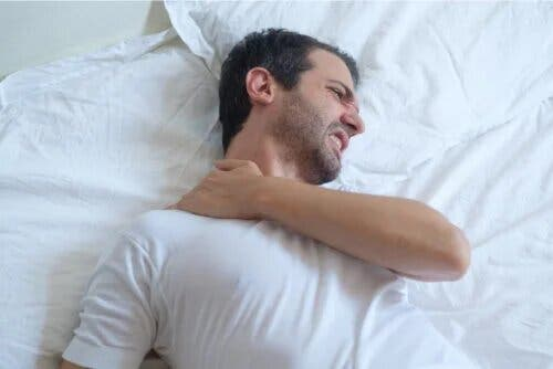 Conseils pour dormir avec une tendinite à l'épaule – Améliore ta Santé