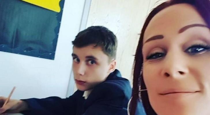 Une mère entre en classe pendant le cours de maths pour donner à son fils une leçon sur le respect