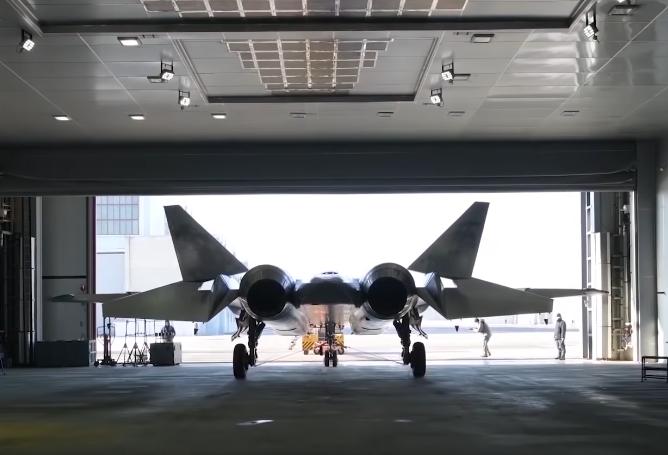 Voici les premières images de la version définitive de l'avion futuriste russe Su-57 !