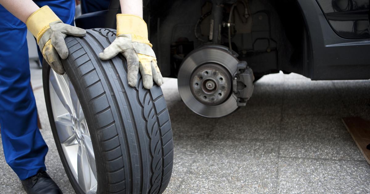 Un jeune de 18 ans qui changeait ses pneus est mort écrasé sous sa voiture