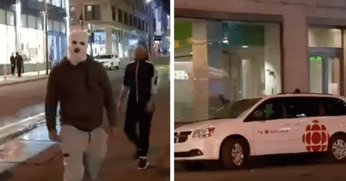 Des «manifestants» vandalisent une voiture de Radio-Canada au centre-ville de Montréal