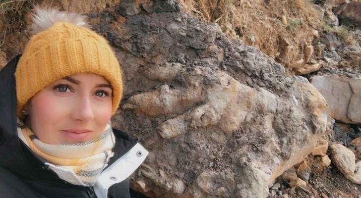 Une femme part à la recherche de crustacés et découvre la 'plus grande empreinte de dinosaure jamais vue'