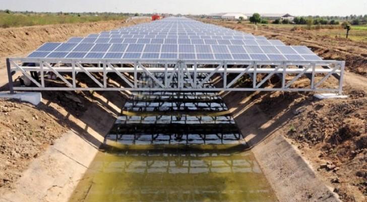 Ces panneaux solaires installés au-dessus des canaux peuvent économiser des milliards de litres d'eau