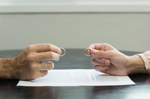 Surmonter un divorce traumatisant grâce à  7 conseils – Améliore ta Santé