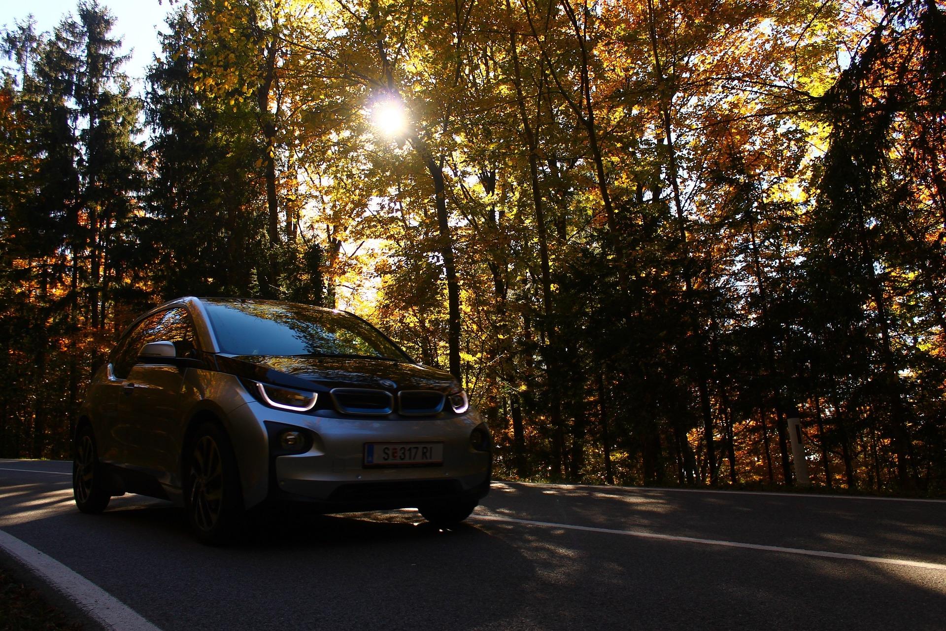 Oui, les voitures électriques polluent moins que les moteurs thermiques