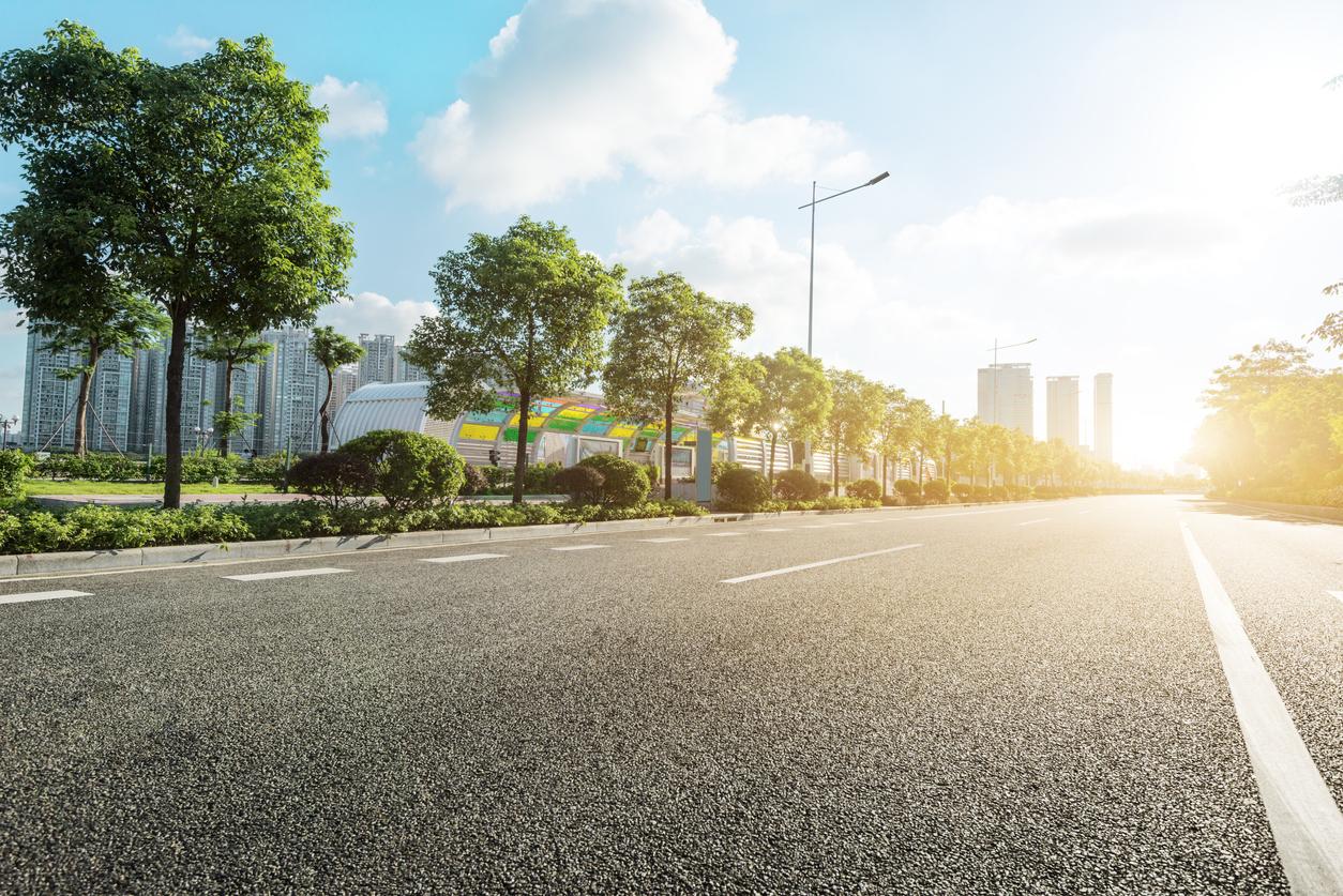"""Cet """"écran solaire"""" pour bitume permettrait de rafraîchir les villes !"""