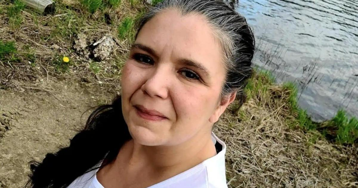 Un jeune de 14 ans aurait tué sa mère avec une hache avant de mourir dans une collision