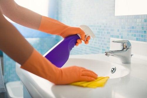 7 astuces simples pour nettoyer les lieux les plus inaccessibles de votre maison